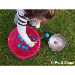 activité transvasement eau bouchon cuillère à soupe (2)