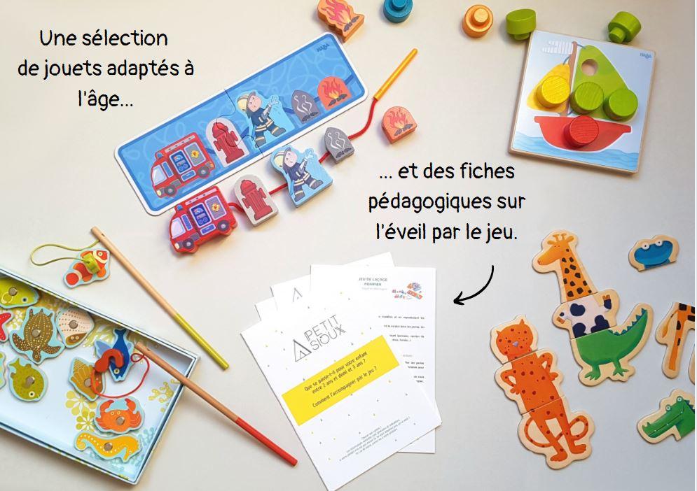 des jouets adaptés à l'âge et des fiches pédagogiques sur l'éveil par le jeu dans chaque box