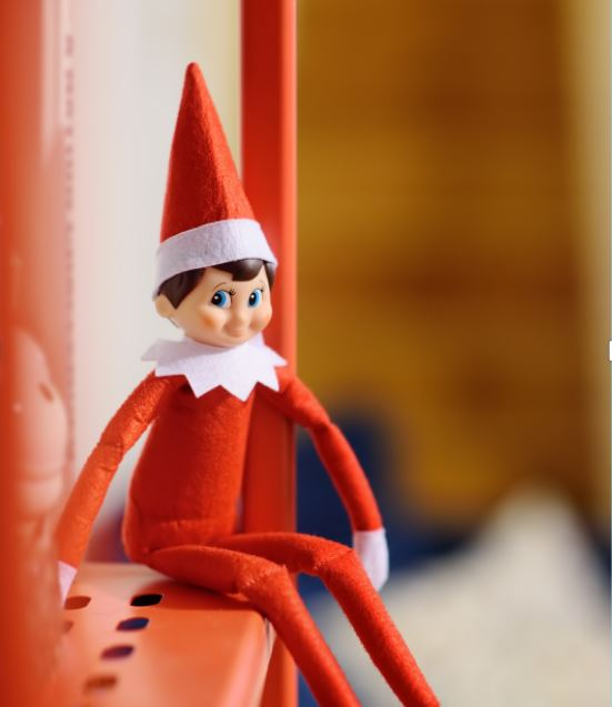 Le Lutin Farceur Une Tradition De Noël Qui Fait Rire Toute La Famille