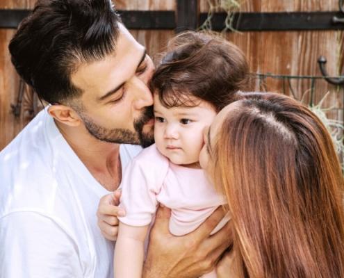 La bienveillance favorise le développement de bébé.